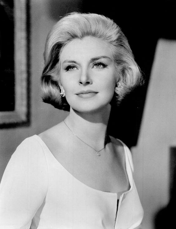 Người đẹp Janne Woodward là một Song Ngư sinh ngày 27 tháng 2, 1930
